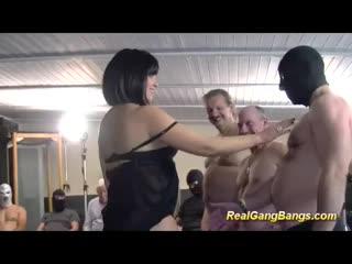 БЕРЕМЕННУЮ ПУСТИЛИ ПО КРУГУ (домашнее частное русское порно анал минет отсос
