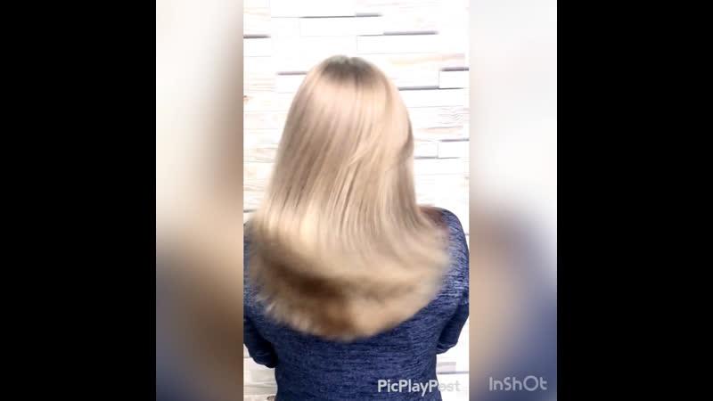 Холодная бежевая блондинка цветные пряди