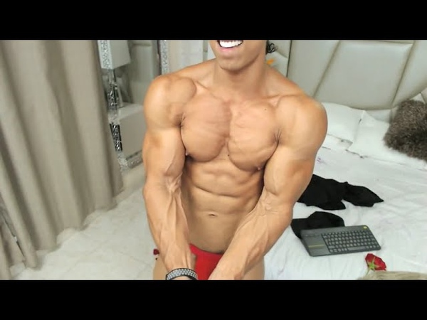 Preview Fitness Model Owens newest body update - looong posing