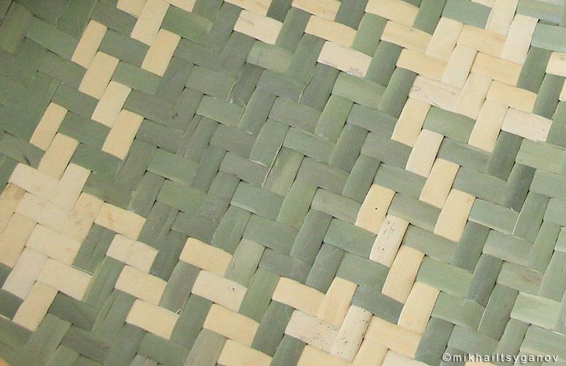 Плетение из пальмовых листьев.