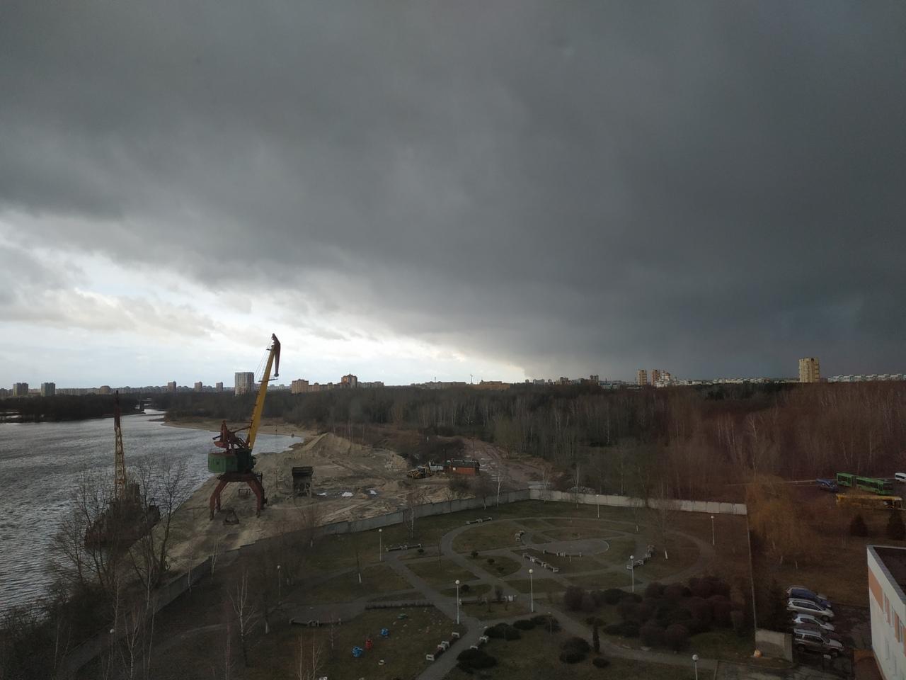 В Бресте гремел февральский гром, а потом пошёл небольшой град (а затем и снег)