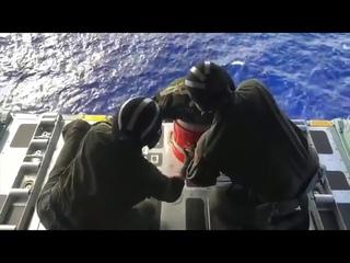 Видео: В Тихом океане дрейфует судно с 3,5 тысячи автомобилей Nissan на борту