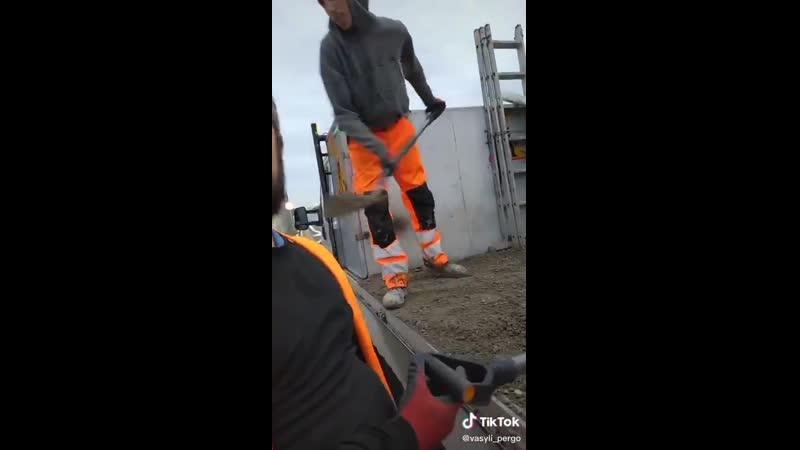 Счастливый змагар сбежавший от кровавого режима получил работу в Польше Завидуй вата