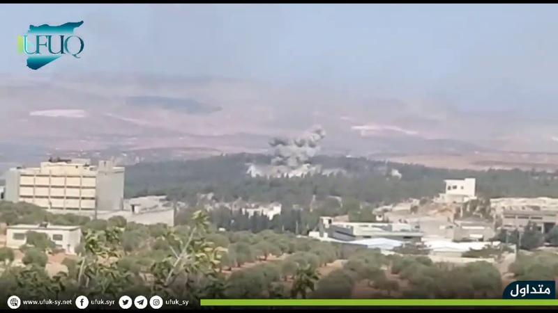 لحظة استهداف الطائرات الروسية بعدة غارات جوية أطراف الغربية لمدينة إدلب