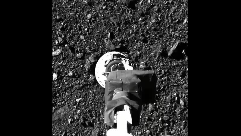 NASA опубликовало видео забора грунта с астероида Бенну