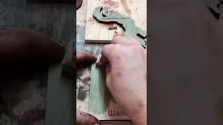Процесс изготовления деревянной интерьерной карты мира на стену