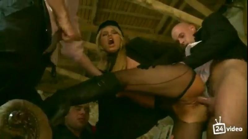 Порно отдалась на растерзание, скрытая камера девушка дрочит хуй фото