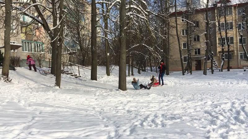 Зима солнце снег горка 16 01 2021г г Волковыск Беларусь