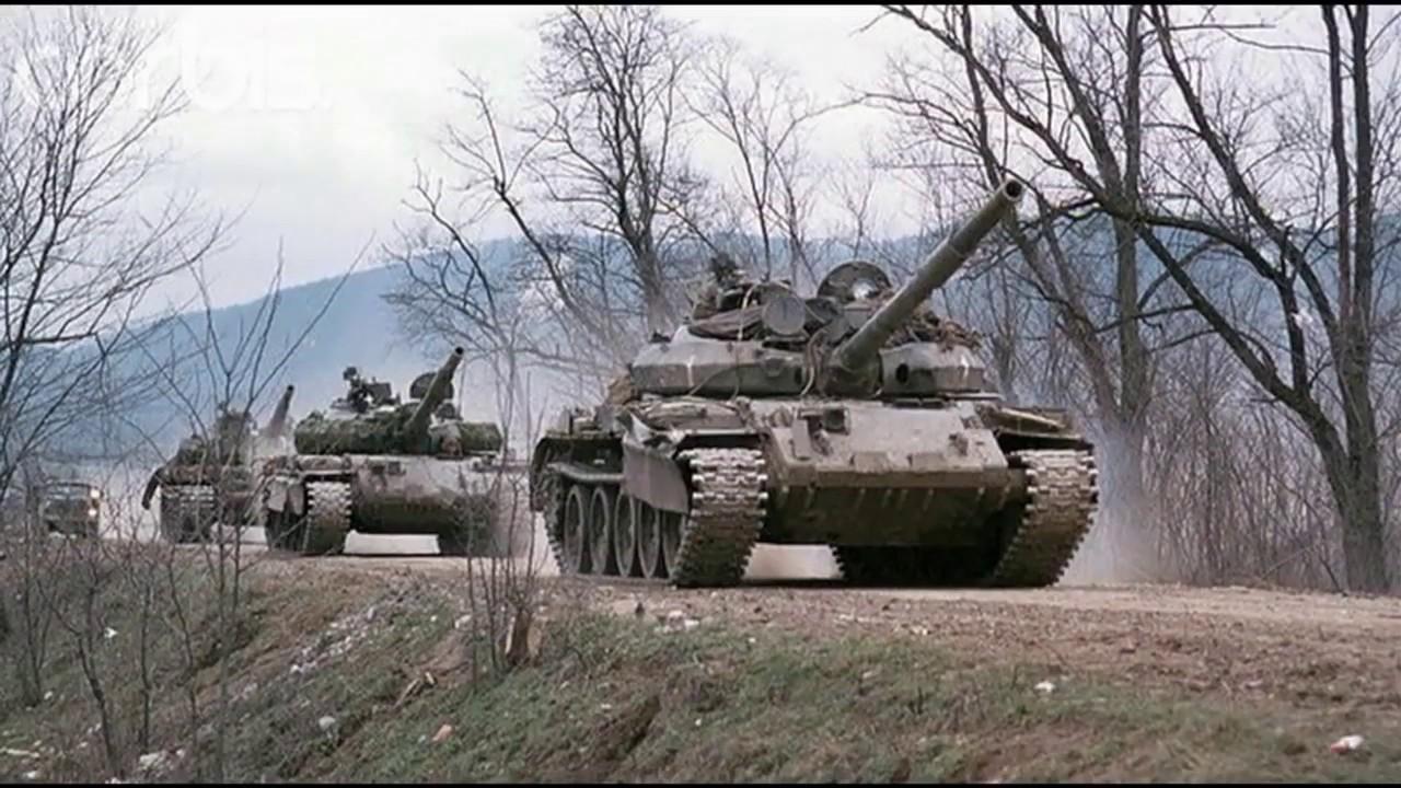 Колонна Т-62М будановского полка