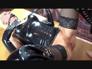 Daynia die fickstueckbenutzung geknebelte gangbang-schlampe zerfickt