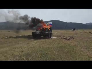 УАЗ взорвался на соревах(((