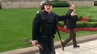 Срочно! Лукашенко прилетел во Дворец Независимости с автоматом в руках! Продолжение