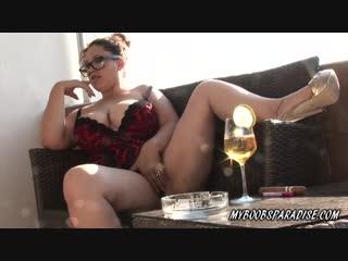 Пухлая bbw мама играет с писей покуривая сигару | инцест чулки feet foot fetish chubby milf incest legs big tits masturbates ass
