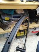 Замена спицы на шоссейном колесе campagnolo zonda.  Для замены спицы требуется разобрать втулку.  Об
