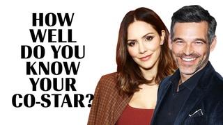 Кэтрин МакФи и Эдди Сибриан играют в «Как хорошо я знаю своего коллегу?» («Marie Claire»)  