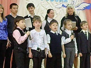 день учителя Котя поет для бабули песню