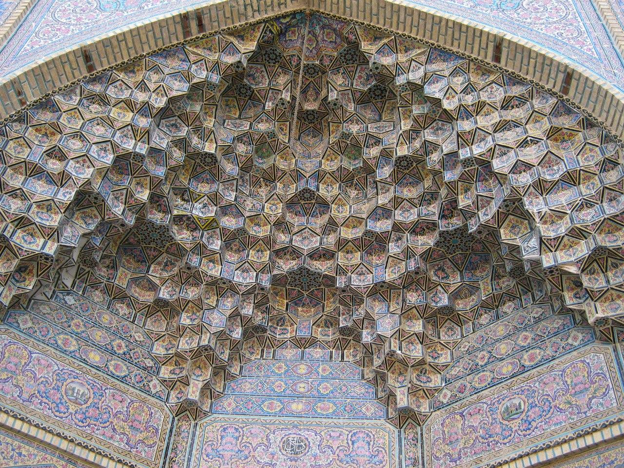 Портал входа старинной мечети в Ширазе