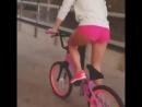 Uma Garota andando de BMX FAIL
