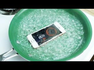 Американець в честь дня народження Apple зварив iPhone SE в киплячій воді