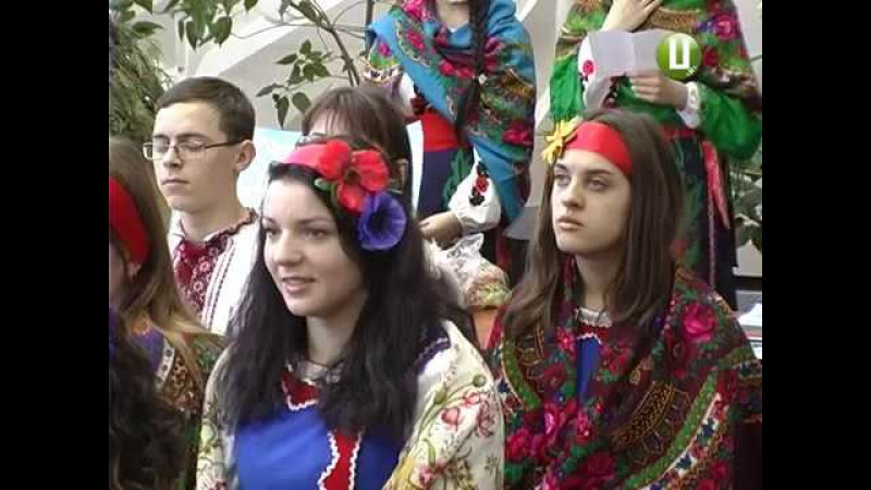 Колядки ,вертепи ,витинанки та українські традиції поєднали в конкурсі біля дв ...