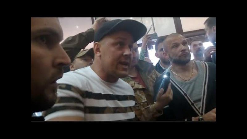 Расистский шабаш в центре Киева Кафе Линас в здании Беcсарабского рынка 21 мая 2017