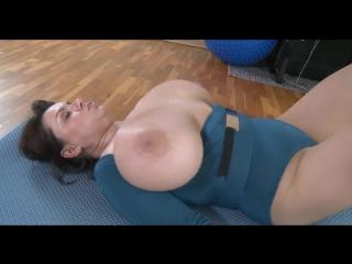 Любящая мама заряжает член родного сына на целый день (порно минет анал сиськи инцест зрелые пышки bbw incest mature milf tits )