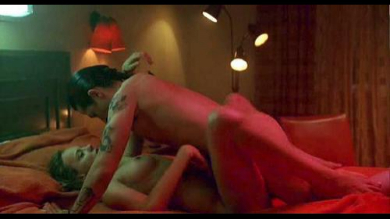 Anne hathaway nude sex scene in love and other drugs