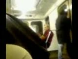 Парень-обдолбышь танцует в метро! =) (клип)