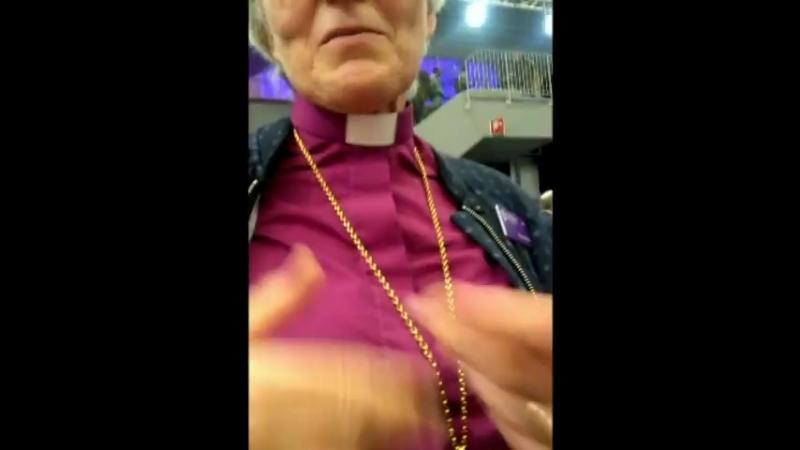 Antje Jacklen blir ställd angående kyrkor i Saudi Arabien