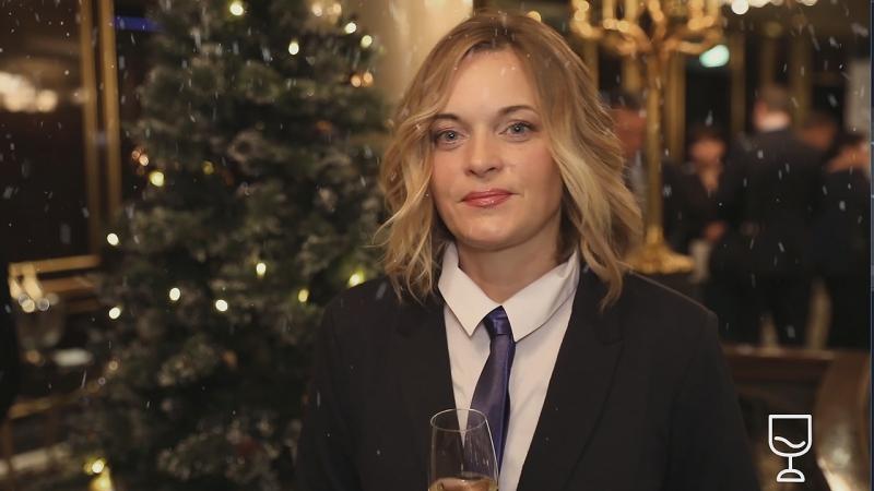 С Новым годом поздравляет Ольга Агринская