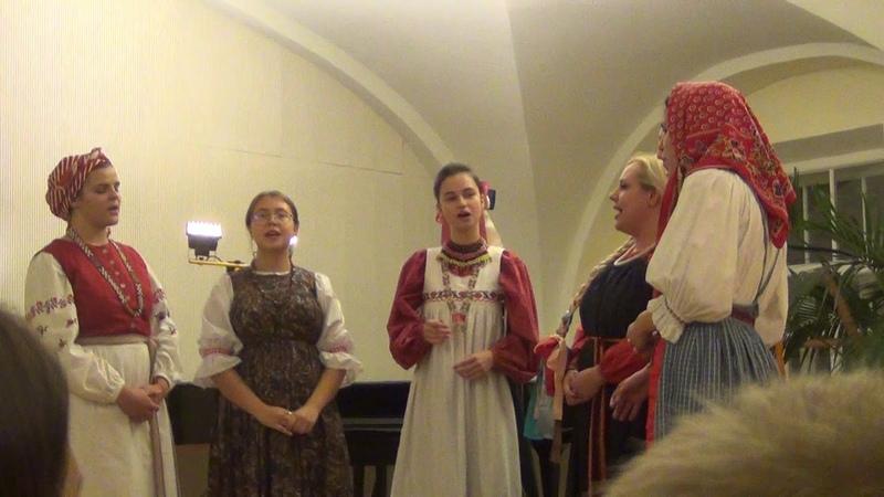 Коробочки с дубровочкой. Ишуны. Аринушка. Захаров Николай. Tradition. Folklore. قدیمی