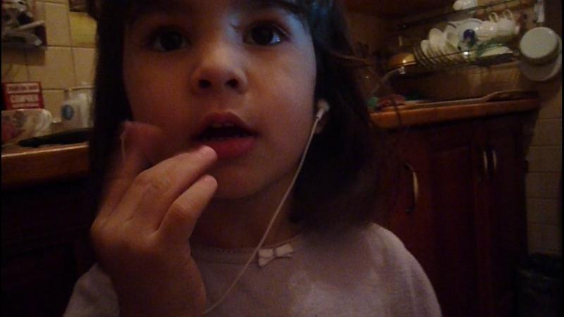 Хуршида рассказала как нельзя кусать губы и ногти