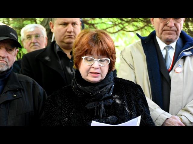N. Grausová pri hrobe Dr. Jozefa Tisa - 70. výročie justičnej vraždy (18. 4. 2017)