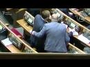 Депутати, здається, готові піти на що завгодно, аби лиш журналісти не помітили, як вони кнопкодавлять.