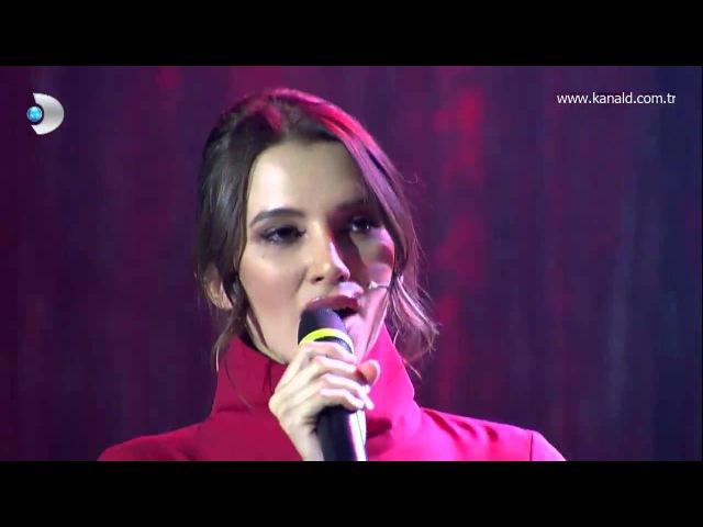 Çağatay Ulusoy bateri çaldı Leyla Lydia Tuğutlu şarkı söyledi Beyaz Show da Yilbasi Ozel