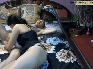 Сисястая мамка одноклассника спалилась в порно чате (вебка сиськи минет мамки зрелые милф milf porno mature blowjob handjob sex