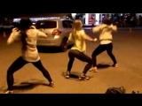Shake dat ass - школьницы трясут попками на улице [ молодые юные телочки жгут упругие жопы попы студентки тверк русские порно]