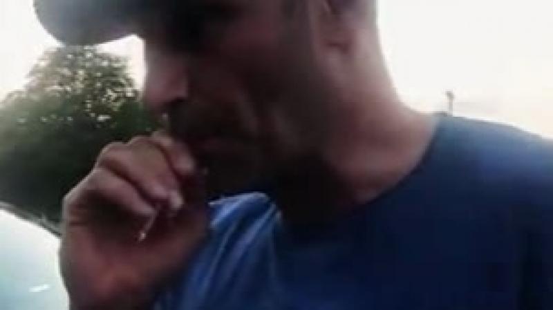 Синий Кличко с сигаретой, как чухан с окраины промзоны ...