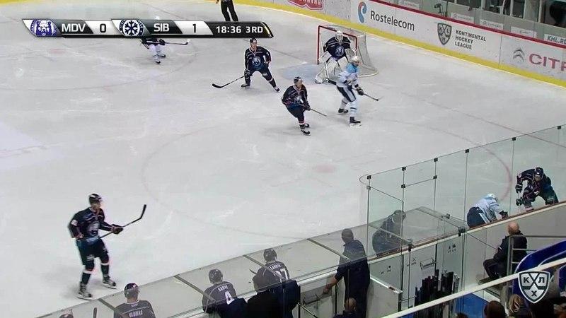 Моменты из матчей КХЛ сезона 17/18 • Удаление. Паре Франсис (Медвешчак) удален на 2 минуты за подножку 28.11