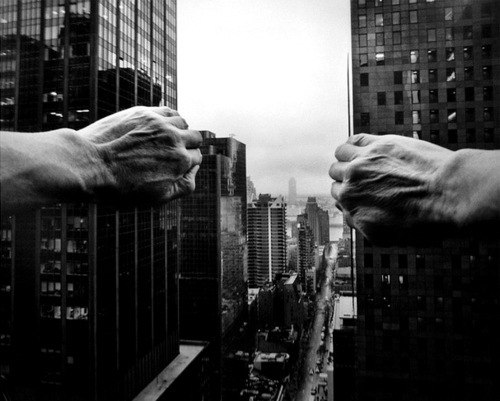 кто хочет сдвинуть мир, пусть сначала сдвинет себя. © сократ