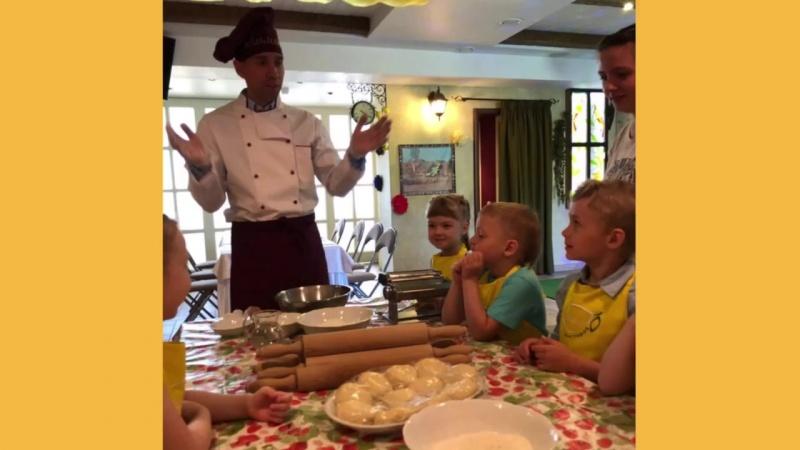 Готовим домашнюю пасту с детьми в ресторане Лимон