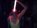 Девушка глотает светящийся меч