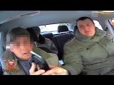 Пьяный инструктор автошколы пытался научить курсанта водить машину