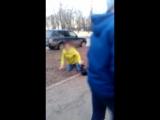 В подмосковном Климовске школьники избили пьяную женщину и сняли это на видео.