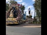 Парад Диснеевских героев в Walt Disney's Magic Kingdom в Орладно.. полная версия у меня в сторис в прямом эфире... посмотрите и окунитесь в мир детства...