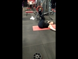 Упражнение на пресс и косые мышцы с 20 кг на верху.