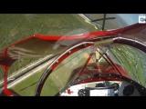 Американский пилот Чад Барбер запустил заглохший двигатель биплана в нескольких метрах от земли
