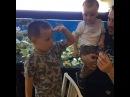 Любимые мужчины очаровательной Дарьи Пынзарь кормят аквариумных рыб