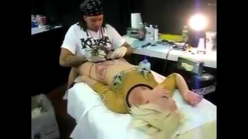 Оргазм во время татуажа