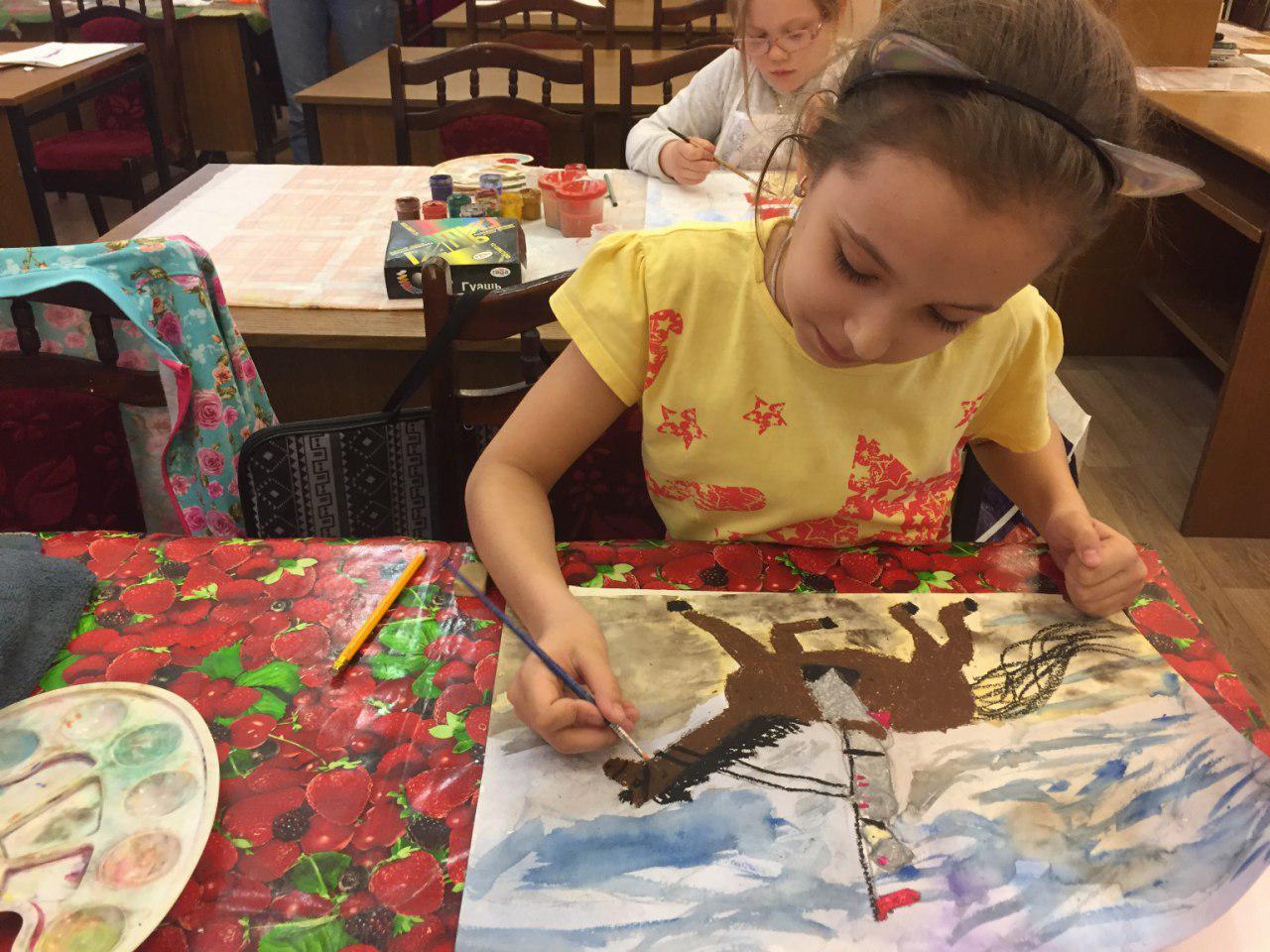 Конкурс рисунков ко Дню Победы прошел в библиотеке на Фестивальной